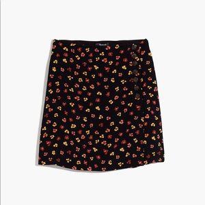Side-Button A-Line Mini Skirt in Feline Floral